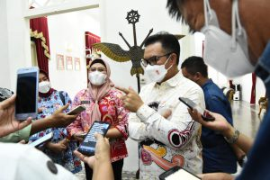 Kepala BKKBN Puji Komitmen Bupati Nina Agustina Dalam Program Bangga Kencana